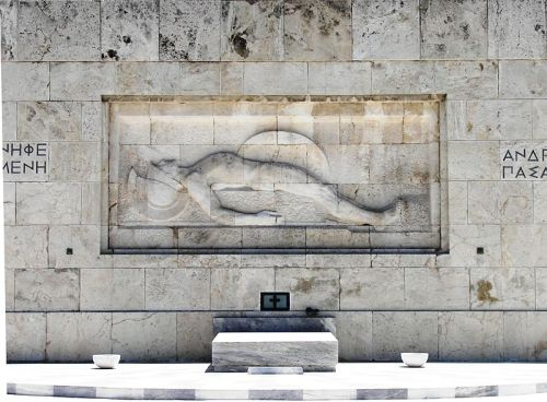 800px-Tomb_of_Unknown_at_Syntagma_Square_in_Athens