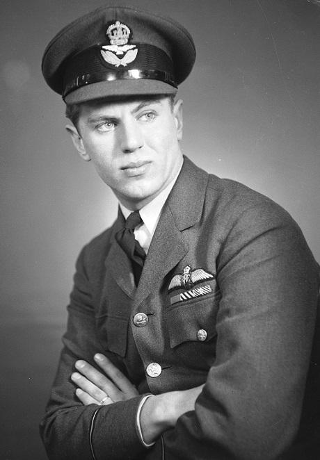 Πορτραίτο του τότε ανθυποσμηναγού Beurling στις 26/02/43 Πηγή: http://www.rcaf-arc.forces.gc.ca/en/on-windswept-heights-2/25-history-1939-1945.page